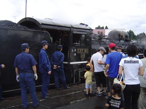 野沢駅での記念撮影